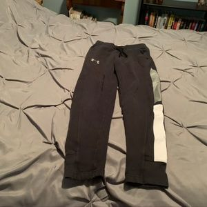 UNDER ARMOUR Boy's Black Fitted Pants. Size Medium